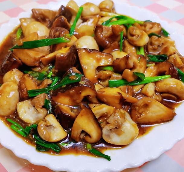 蚝油双菇 这样炒是非常入味,而且老少都喜欢,反正是我的最爱